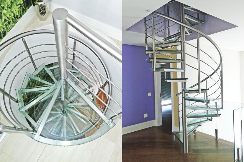 Escadas de vidro com suporte em inox